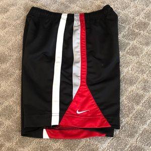 Boys Nike shorts size small (8)